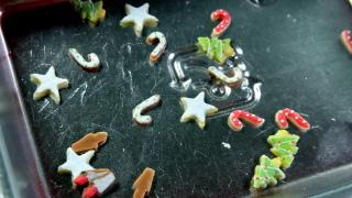 クッキー加工中。