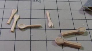 木工、木のスプーンとフォーク作り