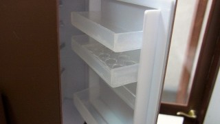 冷蔵庫を作っておりました