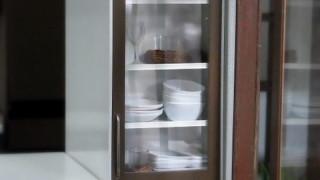 食器棚に食器入れてみました