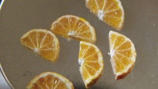 オレンジ作ってます。