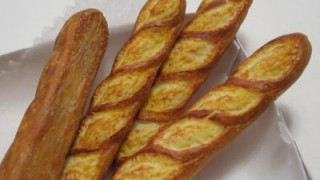 フランスパン、色が濃かったのでお家で練習